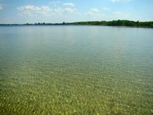 ozero-svityaz.com.ua Тел.: 0502743110 База отдыха. Свитязь -70м світязь відпочинок Шацькі озера А в Світязі вода настільки прозора і чиста, що дно проглядається навіть при восьмиметровій глибині.